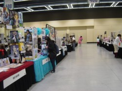Look at how roomy Artist Alley is. :o