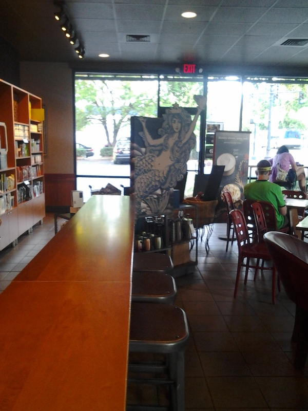 Nothin' like an empty coffee place Sunday morning of a con.